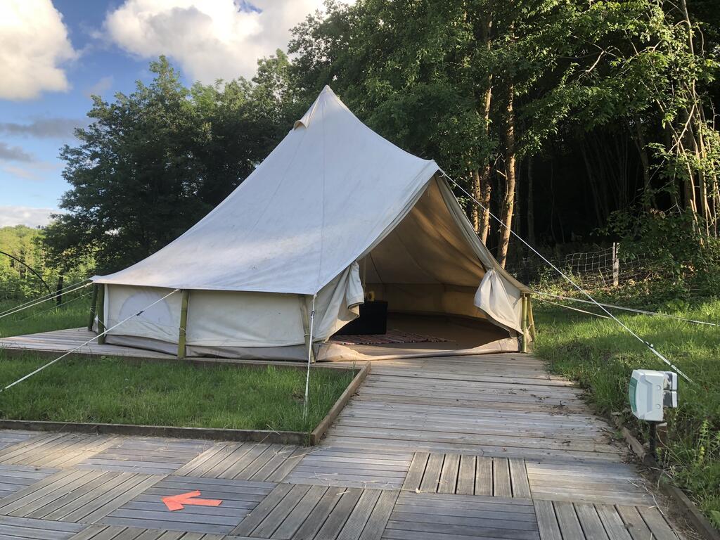 Tentes confortables, camping repos, mariages et réceptions. Privatisez un camping 82